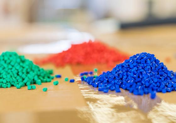 Dettagli materiali per realizzazione articoli in plastica