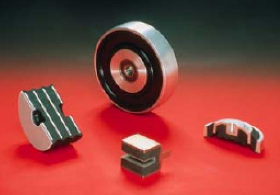 Esempio stampaggio articoli tecnici in gomma metallo